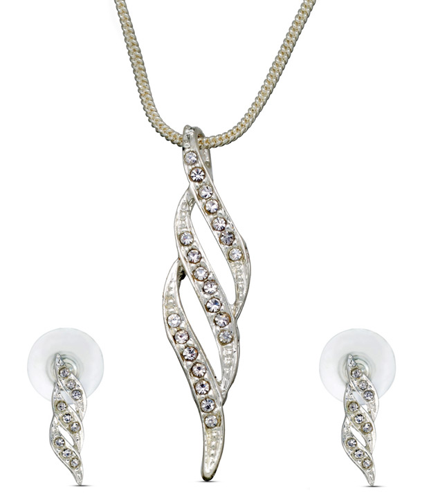 Oleva Layered Shaped Pendant Set