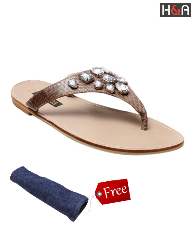 Di-Moda Fanciful Beige Slippers With Free Towel