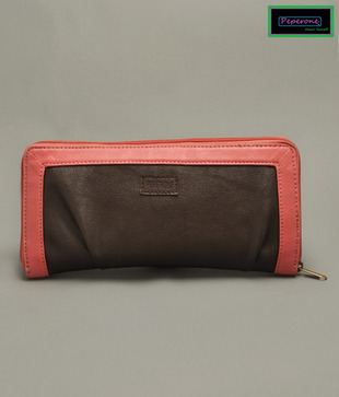 Peperone Bossy Brown Clutch