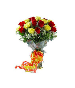 15 Mixed Yellow And Red Roses Hand Bunch
