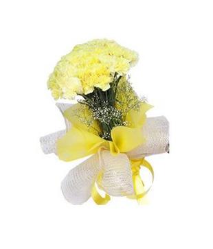 12 Yellow Carnation Hand Bunch