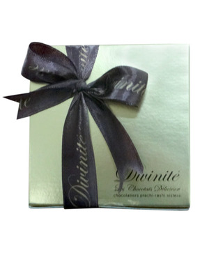 Assorted -Gold Box with ribbon (18 pcs of chocolates)