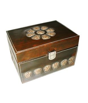 Welpro Leather Box With Flower Cut - Small